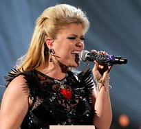 Kelly Clarkson performs at the American Music Awards. (AP Photo)