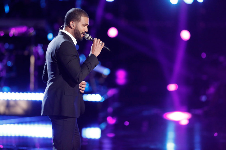 Bryan Bautista performs during the live playoffs on The Voice. (NBC Photo)
