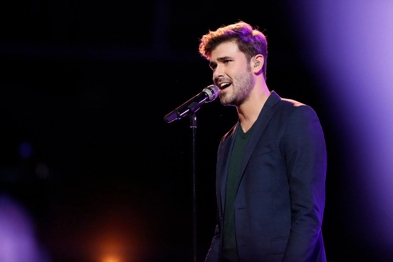 Ryan Quinn performs during the live playoffs on The Voice. (NBC Photo)