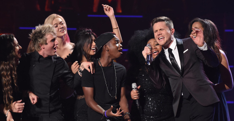 Trent Harmon launches into his coronation song on American Idol as his Season 15 colleagues gather around. (FOX Photo)