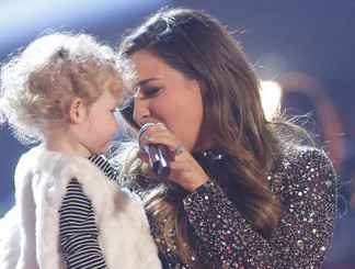 Alisan Porter with her daughter after winning The Voice. (NBC Photo)
