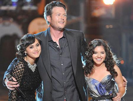 Dia Frampton (left) and Xenia with coach Blake Shelton on Season 1 of The Voice. (NBC Photo)