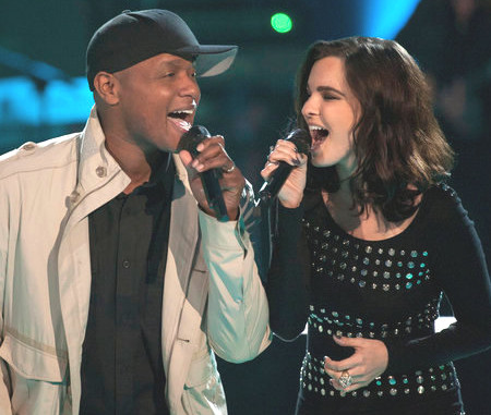Javier Colon and Angela Wolff perform during the battle round on the opening season of The Voice. (NBC Photo)