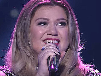 "Kelly Clarkson performing ""Piece by Piece"" on American Idol"