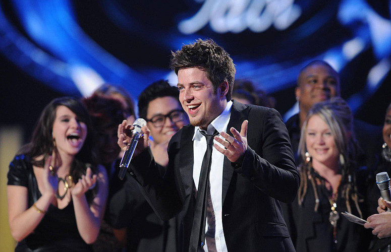 Surrounded by fellow finalists, Lee DeWyze reacts to winning Season 9 of American Idol. (FOX Photo)