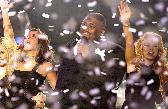 Confetti falls and Ruben Studdard sings after winning Season 2 of American Idol. (FOX Photo)