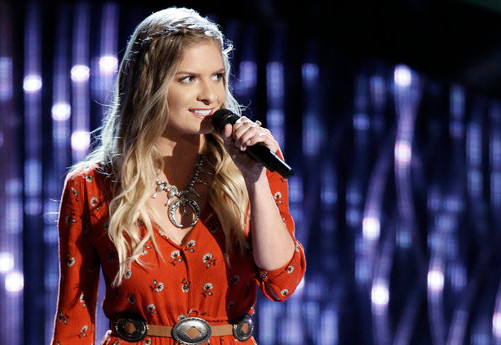 Lauren Duski joined Team Blake after turning three chairs with her audition on The Voice Season 12 premiere. (NBC Photo)