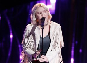 """Chloe Kohanski started off Night 5 of the blind auditions on the right note, turning three chairs with her performance of Fleetwood Mac's """"The Chain."""""""