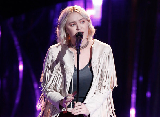 "Chloe Kohanski started off Night 5 of the blind auditions on the right note, turning three chairs with her performance of Fleetwood Mac's ""The Chain."""
