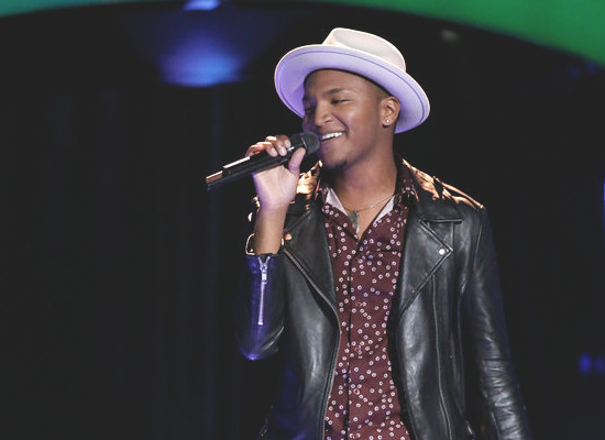 Eric Lyn performs during the Season 13 blind auditions on The Voice. (NBC Photo)