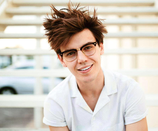 MacKenzie Bourg, from American Idol Season 15, has a new single out.