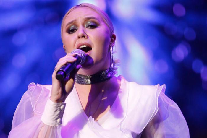 Chloe Kohanski performs during The Voice Top 12 concert. (NBC Photo)