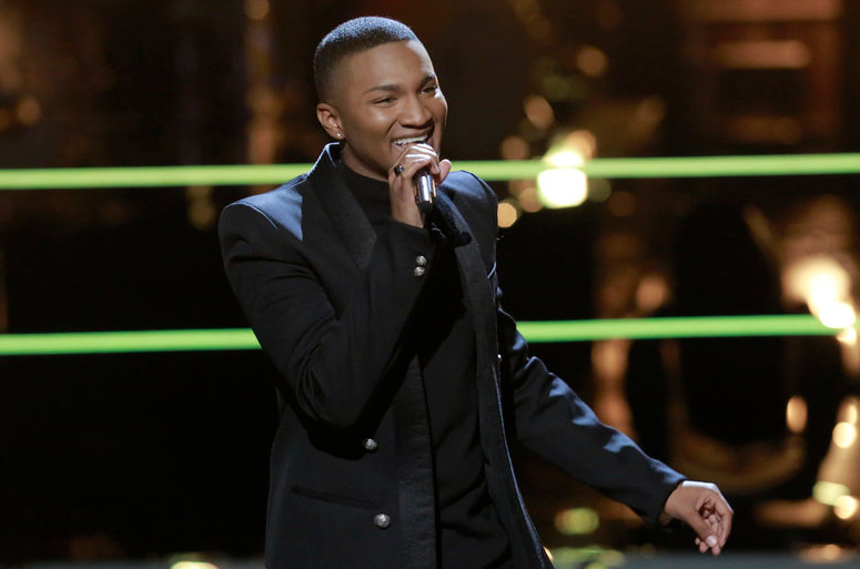 Eric Lyn performs during the knockout round on The Voice. (NBC Photo)