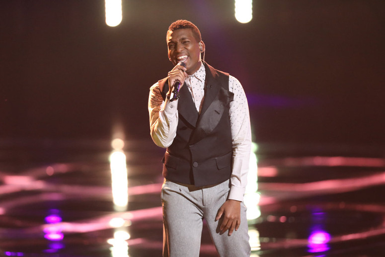 Jon Mero performs for the Twitter save on The Voice. (NBC Photo)