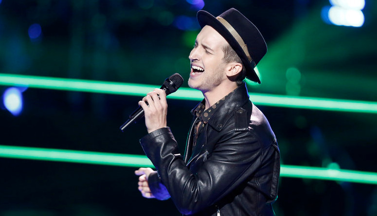 Michael Kight performs during the battle round on The Voice. (NBC Photo)