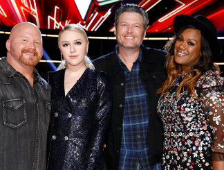 Blake Shelton with Red Marlow, Chloe Kohanski and Keisha Renee (NBC Photo)