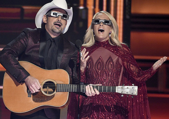 Brad Paisley and Carrie Underwood during one of the lighter moments at the 2017 CMA Awards.