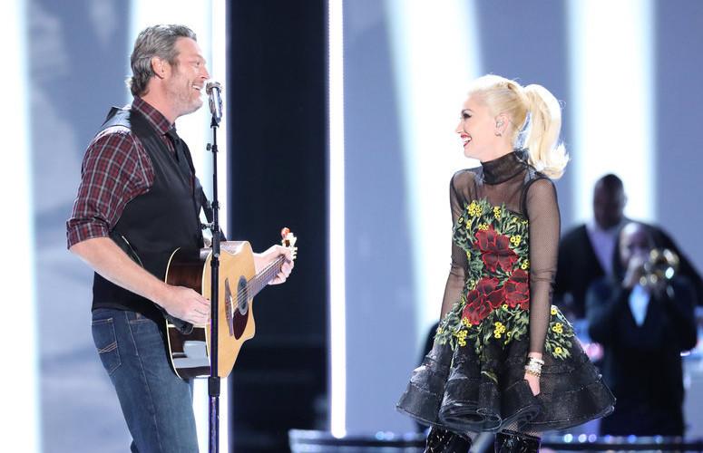Blake Shelton and Gwen Stefani perform on The Voice Monday night. (NBC Photo)